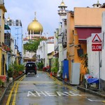 Singapore city street with view to Sultan Mosque