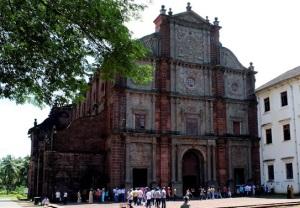 bazilika-iisusa-v-goa-indiya