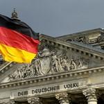 Fahne vor dem Reichstag in Berlin