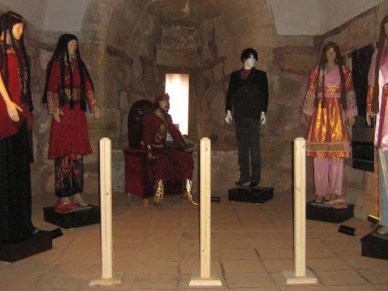 Внутри башни Кызыл Куле