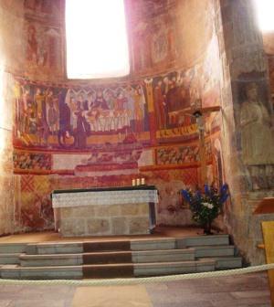 Внутри монастыря святого Иоанна в Швейцарии