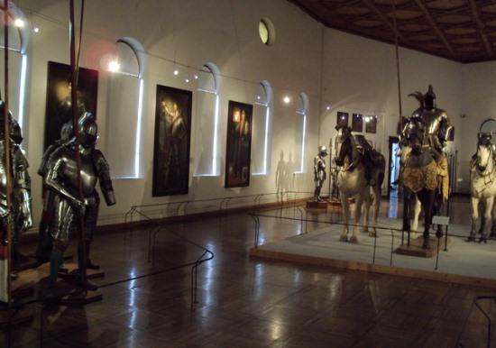 Внутри замка Амбрас