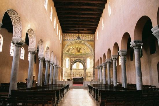 Внутри Евфразиевой базилики в Порече
