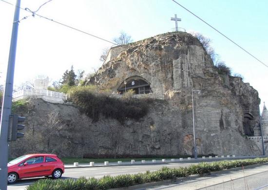 Пещерная церковь на горе Геллерт