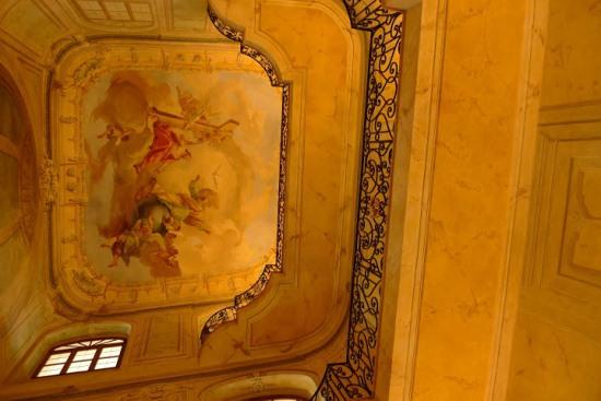 Внутри Лобковицевского дворца