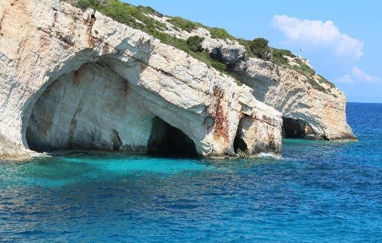 Голубые пещеры на мысе Скинари