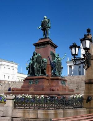 Статуя Александра II на Сенатской площади в Хельсинки