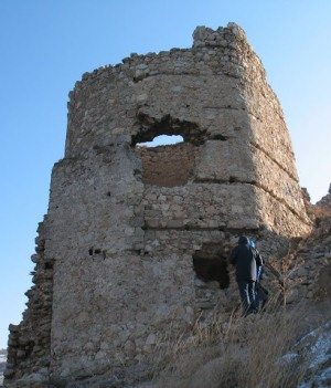 крепость Чембало вблизи