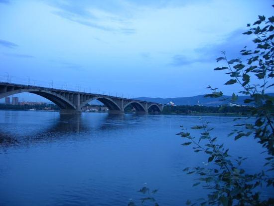 Коммунальный мост в Красноярске над Енисеем