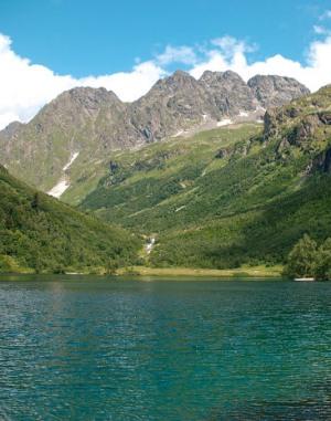 Озеро Кардывач в горах