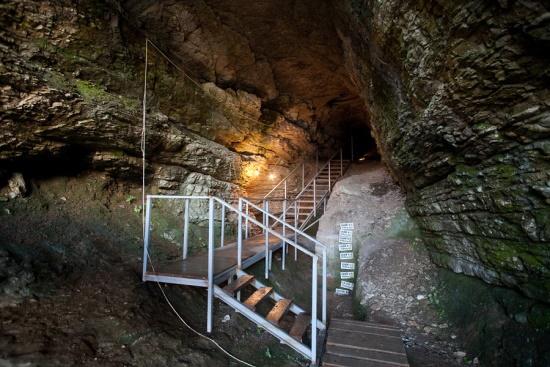 Внутри Ахштырской пещеры