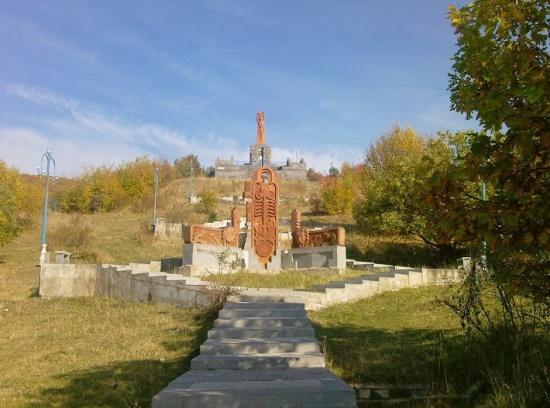 Памятник недалеко от Ванадзора