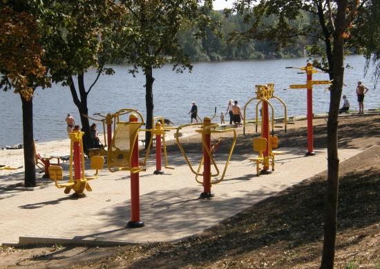 Нижнекальмиусское водохранилище, пляж и спортивная площадка