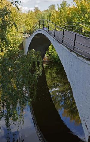 Мост на Серебряно-Виноградном пруду в Москве