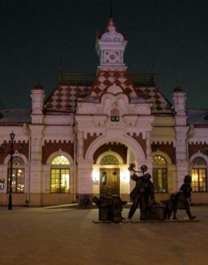 Старый вокзал в Екатеринбурге ночью