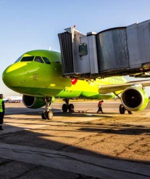 Обслуживание самолета в аэропорту Толмачево
