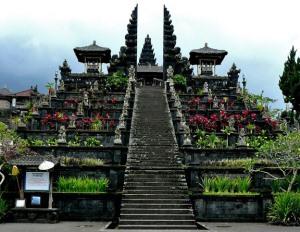 Храм Бесаких на острове Бали