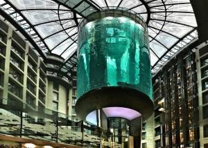Самый большой стекляный лифт из АкваДома, Берлин