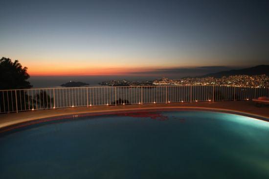 Вид на Акапулько вечером