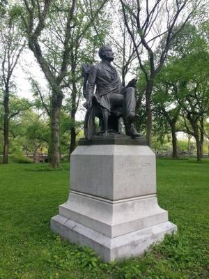 Скульптура Линкольна в Центральном парке в Нью-Йорке
