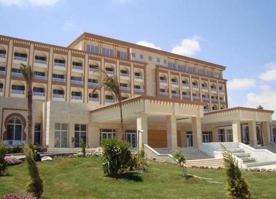 Отель в Дерне