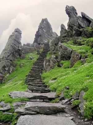 Лестница к монастырю Скеллиг-Майкл в Ирландии