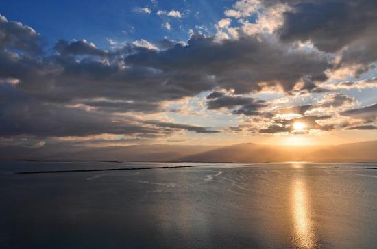 Мёртвое море на закате
