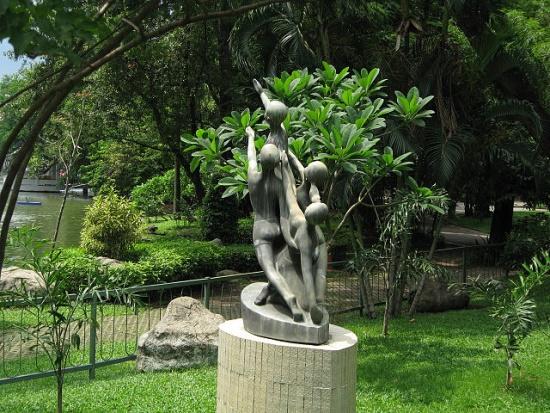 Зоопарк Дусит, скульптура